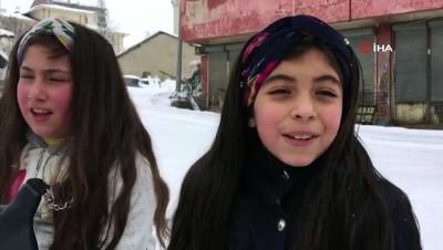 Çocuklar, karda kızakla eğlendi