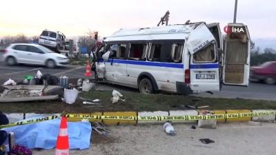 İşçi servisi ile kamyonet çarpıştı: 1 ölü, 24 yaralı