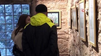 Lise öğrencisi Yağmur, mahkum çocuklarının çizdiği resimlerden ilham alarak sergi açtı