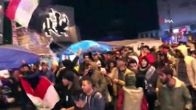 protesto -  ABD Bağdat Büyükelçiliği karşısına Süleymani'nin posteri asıldı
