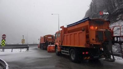 Bolu Dağı'nda kar yağışı etkisini artırarak devam ediyor