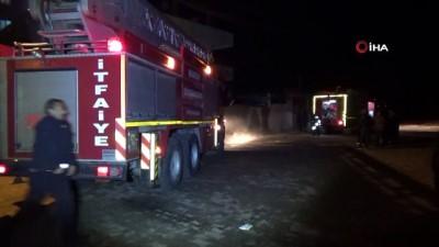 itfaiye araci -  İtfaiye erleri ve vatandaşlar yangından etkilenen vatandaşlar için seferber oldu