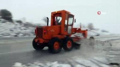 İzmir-Ankara yolunda kar mesaisi