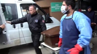 Kazada ölen üniversiteli Ayşe'nin bavulları, tabutunun yanına konuldu