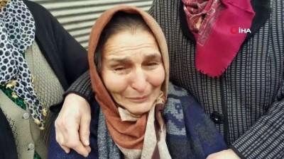 en yasli kadin -  Yaşlı kadın evinin çatısı yanışını gözyaşları içinde izledi