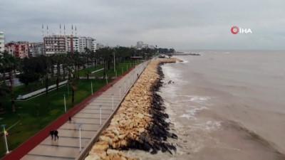 gine -  Mersin'de deniz çamura bulandı