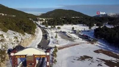 Spil Dağı Milli Parkı beyaz örtüyle kaplandı... Kartpostallık manzara havadan görüntülendi