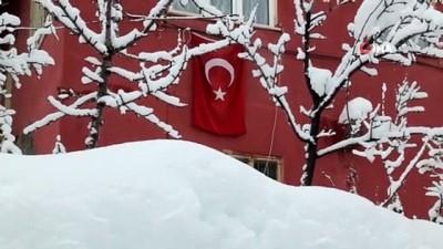 Konya'nın yüksek kesimlerinde kar etkili olurken okullar perşembe günü de tatil edildi