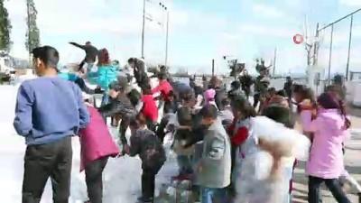 Özlem Çerçioğlu, kar görmeyen çocukları karla buluşturdu