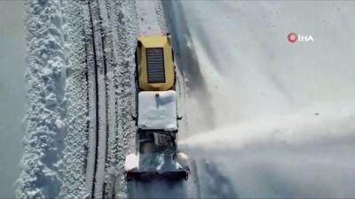 2 bin 800 rakımda yapılan karla mücadele çalışmaları havadan görüntülendi