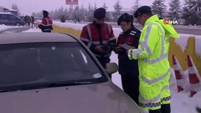 Jandarma trafik ekiplerinden köpekli trafik uygulaması