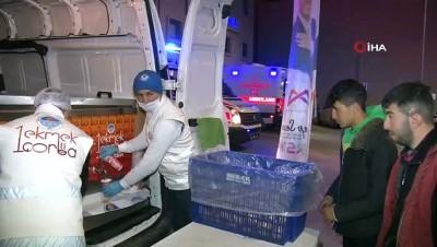 ambulans soforu -  Mersin'de acil servis önlerinde 'çorba-ekmek' hizmeti