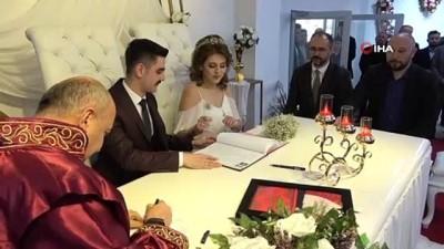 sahit -  Belediye Başkanı bu kez kendi kızının nikahını kıydı