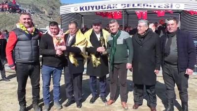belediye baskani -  Kuyucak'ta develer depremzedeler yararına güreşti