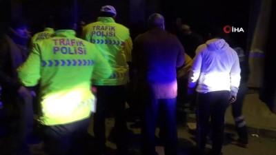 alabalik -  Otomobil park halindeki araca çarptı: 2 yaralı