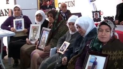 sayilar -  HDP önündeki aileler direniyor, sayıları gün geçtikçe artıyor