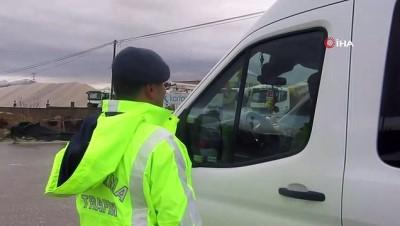 Sandıklı jandarma ekiplerinden cep telefonu ve emniyet kemeri denetimi