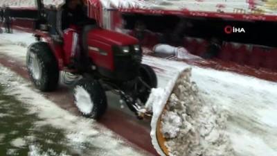 dera - Sivas 4 Eylül Stadyumu kardan temizleniyor