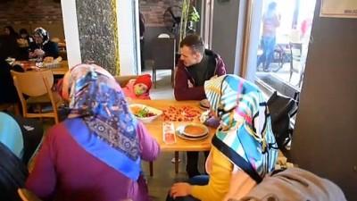 10 engelli çift sevgililer günü nedeniyle yemekte bir araya geldi - IĞDIR