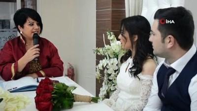 15 çift sevgililer gününü evlilikle taçlandırdı