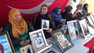 guvenlik gucleri -  HDP önündeki aileler yazın sıcağında kışın soğuğunda evlat nöbetine devam ediyor