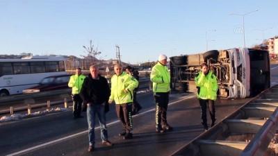 İşçileri taşıyan midibüs devrildi: 12 yaralı - ORDU