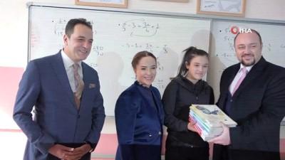 Uşak Valiliği'nden 4 bin 14 öğrenciye LYS kitap hediyesi