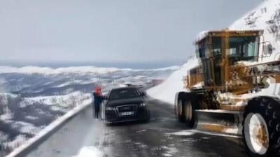 Artvin-Ardahan kara yolu Sahara Geçidi'nde çığ düştü - ARTVİN
