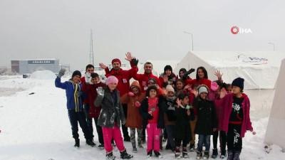 yardim kampanyasi -  Depremzede çocuklara gönüllü öğrencilerinden destek