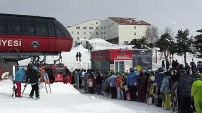 Erciyes Kayak Merkezi'nde hafta sonu yoğunluğu - KAYSERİ