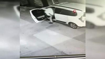 Husumetlisini taksiye binerken vurdu...O anlar kamerada