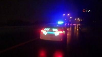 ticari arac -  İzmir'de bariyerlere çarpan hafif ticari araç takla attı: 2 yaralı