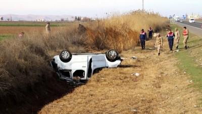 ticari arac - Kaza yapan araçlar tahliye kanalına devrildi: 7 yaralı - ŞANLIURFA