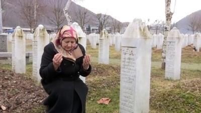 Srebrenitsa'nın yalnız anneleri, eski fotoğraflarla avunup sevdiklerine yeniden kavuşmayı bekliyor - SREBRENİTSA