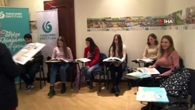 - Ukraynalıların Türkiye sevgisi - Türkiye'ye hayran olan Ukraynalılar, Türk kültürünü daha yakından tanımak için Türkçe öğreniyor