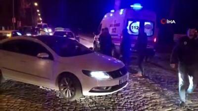 Edirne'de motosiklet otomobile  çarptı: 2 yaralı