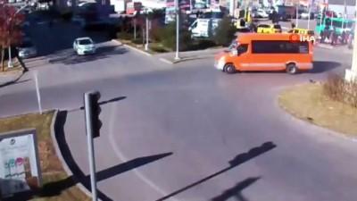 ticari arac -  Kontrolden çıkan araç kaldırımlardan aşıp iş yerine böyle daldı