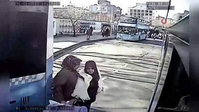 İstanbul'un göbeğinde yürekleri ağza getiren kaza kamerada
