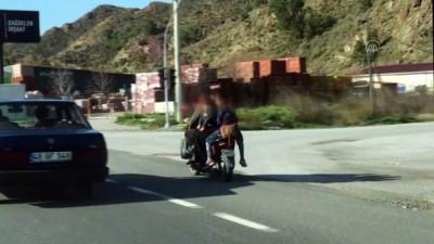 Muğla'da elektrikli bisikletteki 6 kişinin tehlikeli yolculuğu kaydedildi