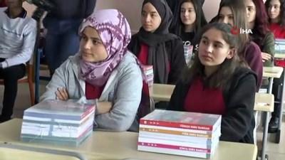 belediye baskani -  Nevşehir Belediyesi tarafından üniversiteye hazırlanan öğrencilere kitap seti dağıtıldı