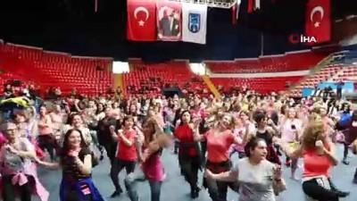 """Başkentli kadınlardan 'kadına şiddete hayır"""" dansı"""