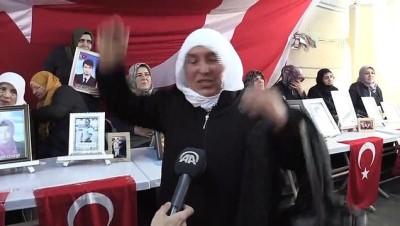 Evladına kavuşan aile, HDP il binası önündeki oturma eylemine katılan anneleri ziyaret etti - DİYARBAKIR