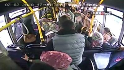 Halk otobüsünde fenalaşan yolcuyu hastaneye yetiştirdi... O anlar kamerada Haberi