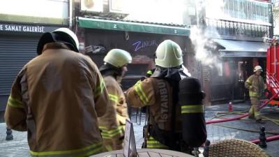 Kadıköy'de eğlence mekanında yangın (2) - İSTANBUL