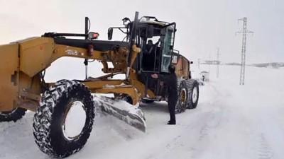 Kar ve tipi nedeniyle yolda mahsur kalan 13'ü öğrenci 15 kişi kurtarıldı - AĞRI