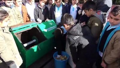 Öğrenciler yediklerini kompost haline getiriyor, geri dönüşüme katkı sağlıyor