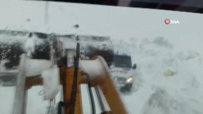mahsur kaldi -  Şemdinli'de karda mahsur kalanlar kurtarıldı