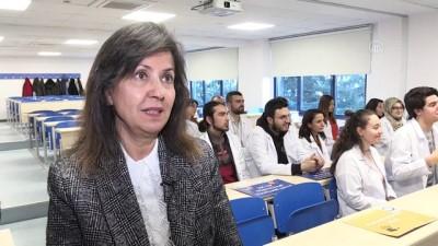 Tıp öğrencileri işaret dili eğitimi alıyor - İZMİR