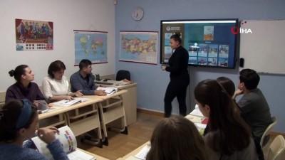 - Yunus Emre Enstitüsü, Gürcistan'da Türkçe ve Türk kültürünü öğretiyor