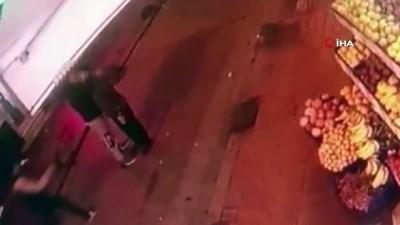hirsiz -  Beyoğlu'nda cep telefon hırsızlığı kamerada
